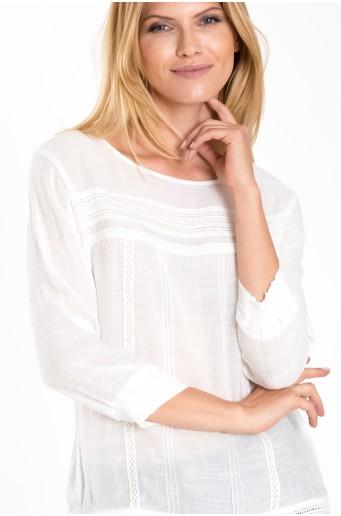 Elegantní bílá halenka s krajkou
