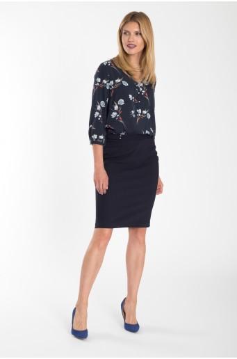 Elegantní tmavě modrá sukně s dekorativním páskem