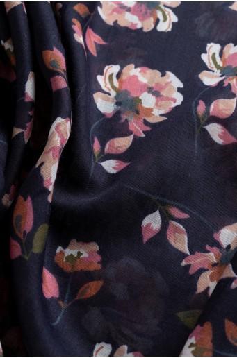 Čierna šatka s kvetovou potlačou