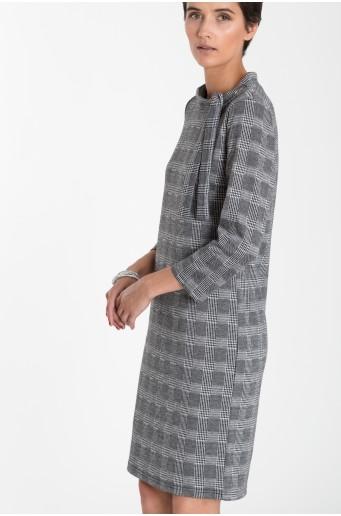 Přiléhavé šaty z úpletu