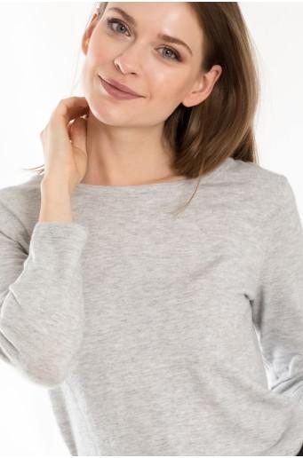 Šedý svetr s dekorativním vázáním na zádech