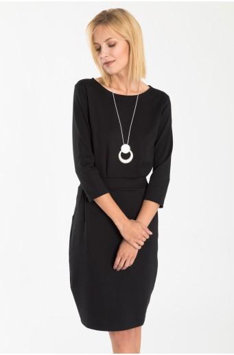 Čierne pletené šaty s opaskom v páse