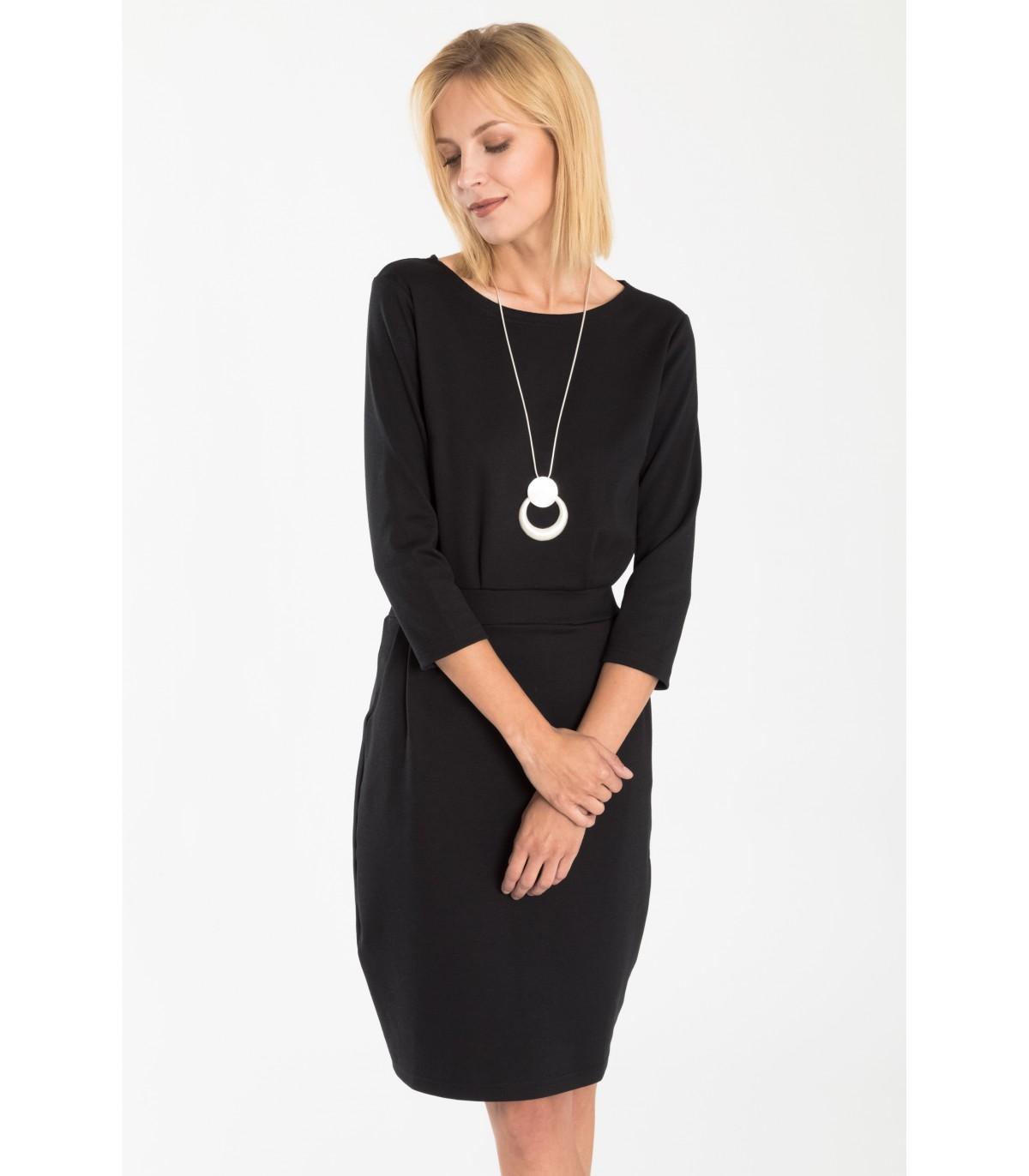 29d196fcae0 Čierne pletené šaty s opaskom v páse