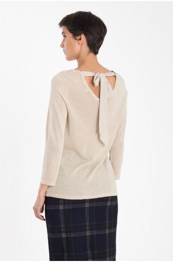 Lesklý svetr s dekorativním vázáním