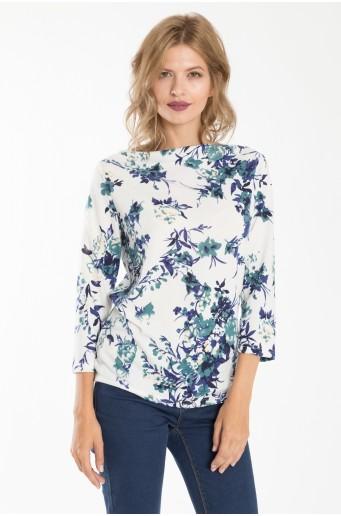 Bílý svetr s květinovým motivem