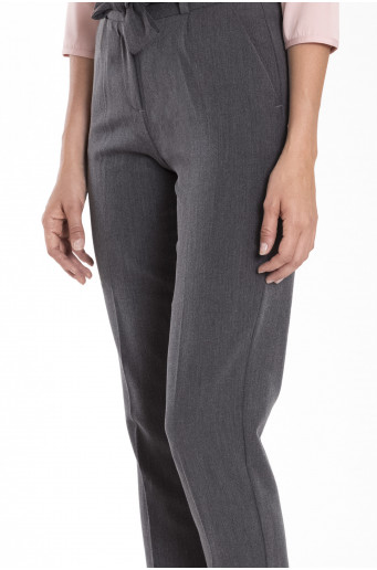 Elegantní šedé kalhoty s páskem
