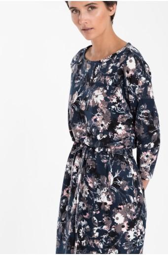 Úpletové šaty se šňůrkou v pase
