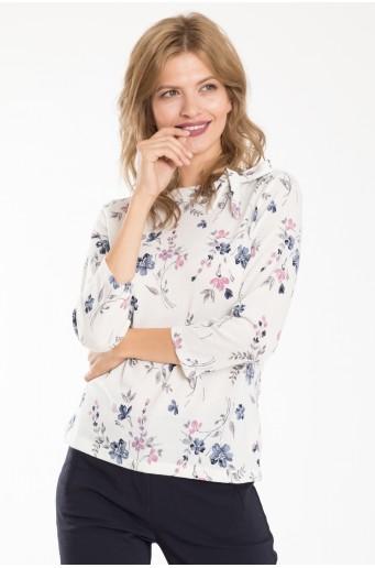 Bílý svetr s květinovým vzorem