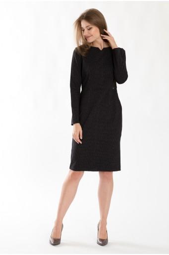 Úpletové šaty s výrazným pasem