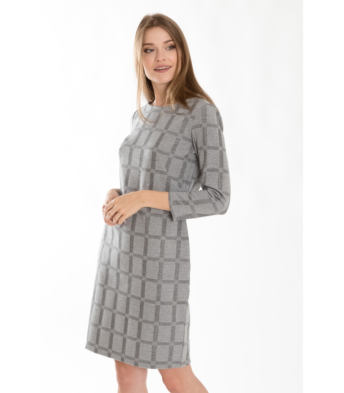b3d783244c35 Úpletové šaty s kostkovaným motivem
