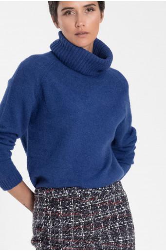 Modrý rolákový svetr
