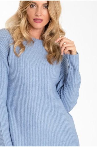 Volný teplý svetr se stojáčkem