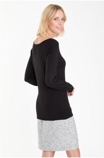 Klasický svetr s ozdrobnými knoflíky na rukávech