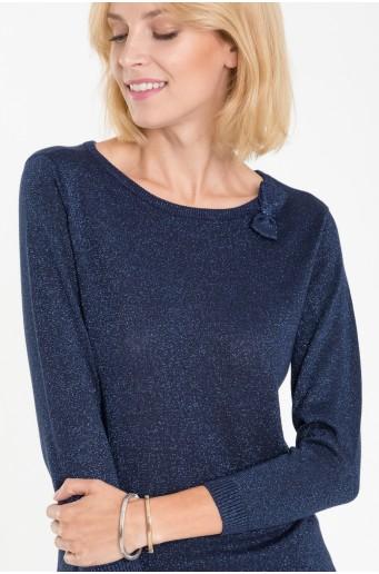 Tmavě modrý svetr s lesklou nití