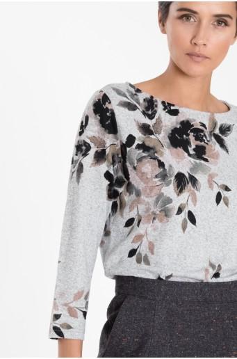 Šedý svetr s květinovým potiskem