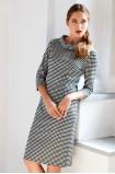 Úpletové šaty s kostkovaným motivem
