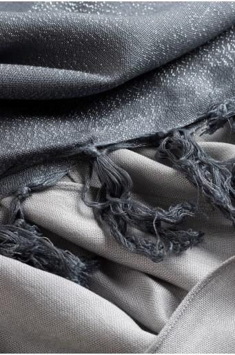 Elegantní šátek se třpytivou nití