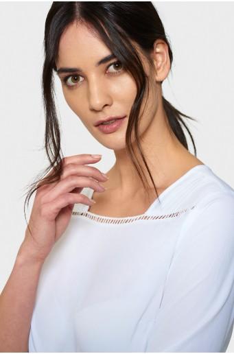 Bílá elegantní halenka s aplikací
