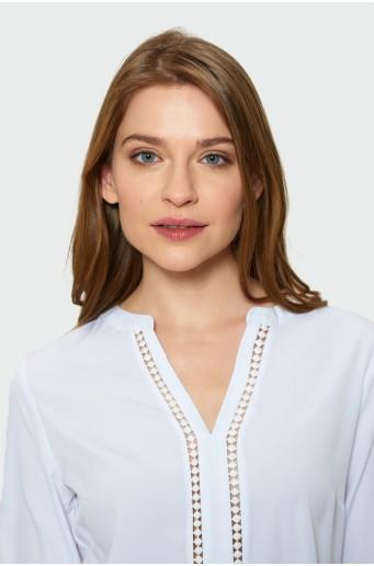 Bílá halenka s dekorativní aplikací