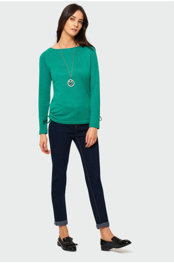 Zelený svetr s dlouhým rukávem