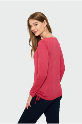 Červený sveter s dlhým rukávom