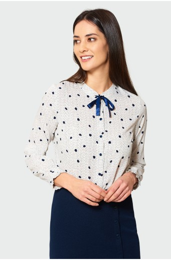 Elegant blouse with stand-up collar