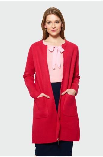 Červený svetrový kabát