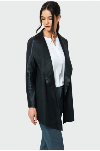 Černý kabát s dekorací v pase