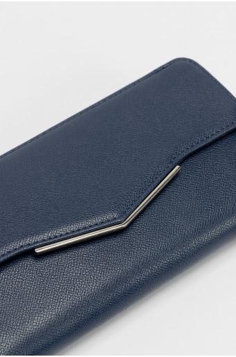 Tmavomodrá peňaženka s kovovým zapínaním