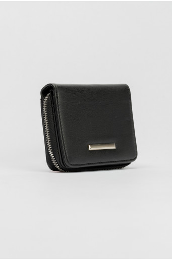 Čierna peňaženka s kovovým zapínaním
