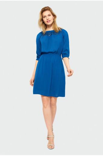 Modré šaty s dekorativní krajkou
