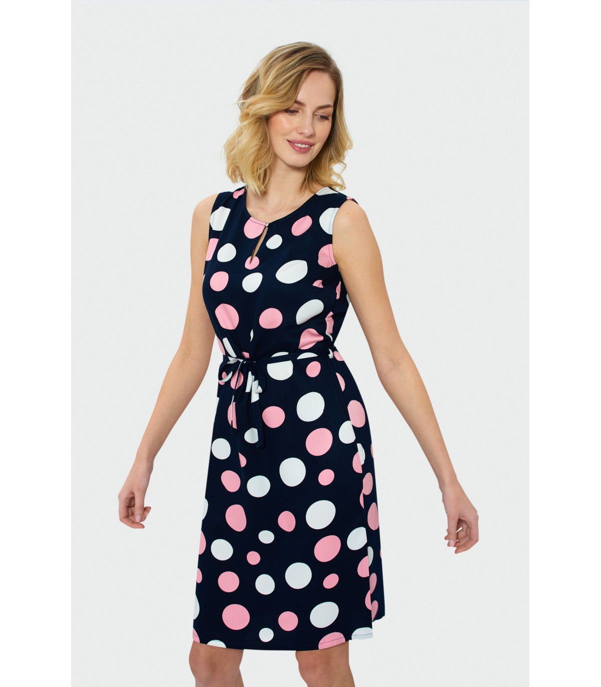 b76fa89bfec6 Rovné šaty bez rukávov