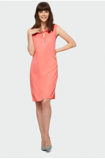Sleeveless trapeze dress.