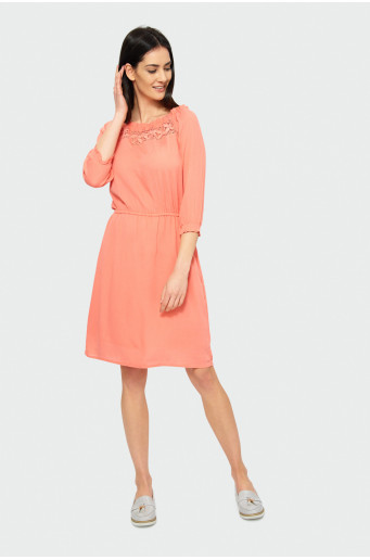 Šaty s ozdobnou čipkou