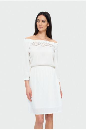 Biele šaty s ozdobnou čipkou