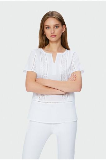 Bílá halenka s ozdobnou krajkou