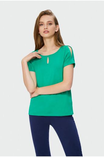 Zelený top s ozdobným motívom