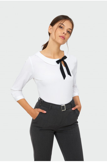 Smart blouse with decorative tie