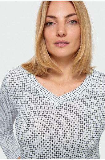 Patterned skin-tight cut sweater
