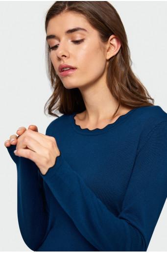 Viskózový svetr.
