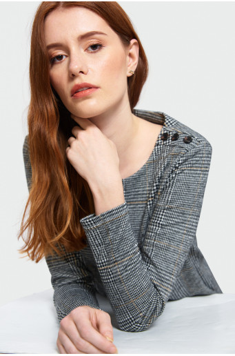 Smart knitted blouse