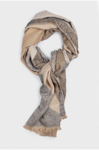 Geometrical warm scarf