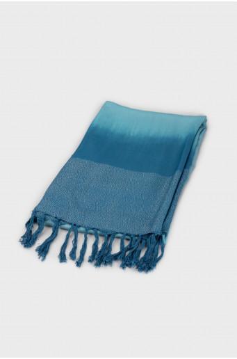 Smart shimmering scarf