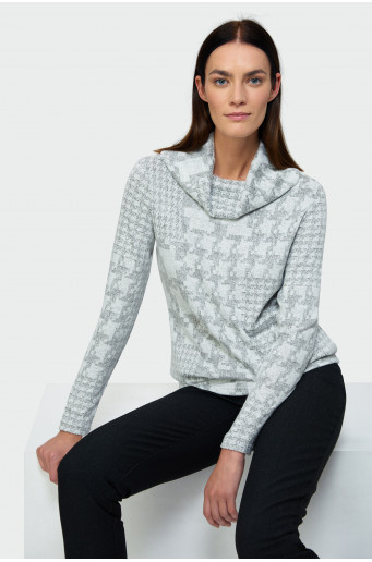 Patterned polo neck