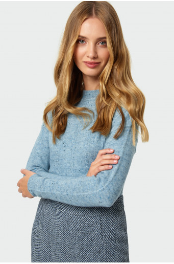 Loose-fitting sweater