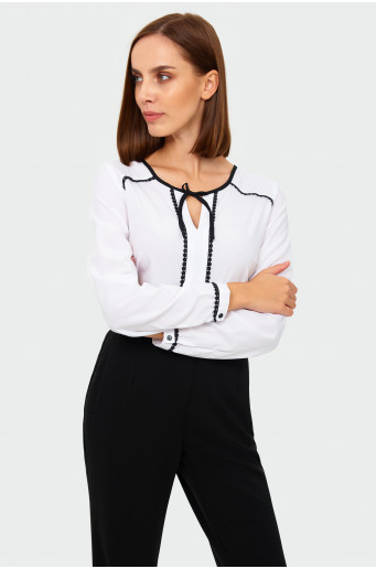 Contrastive edgings blouse